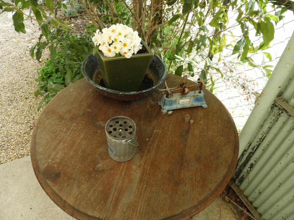 テラスにはテーブルにきれいなお花も