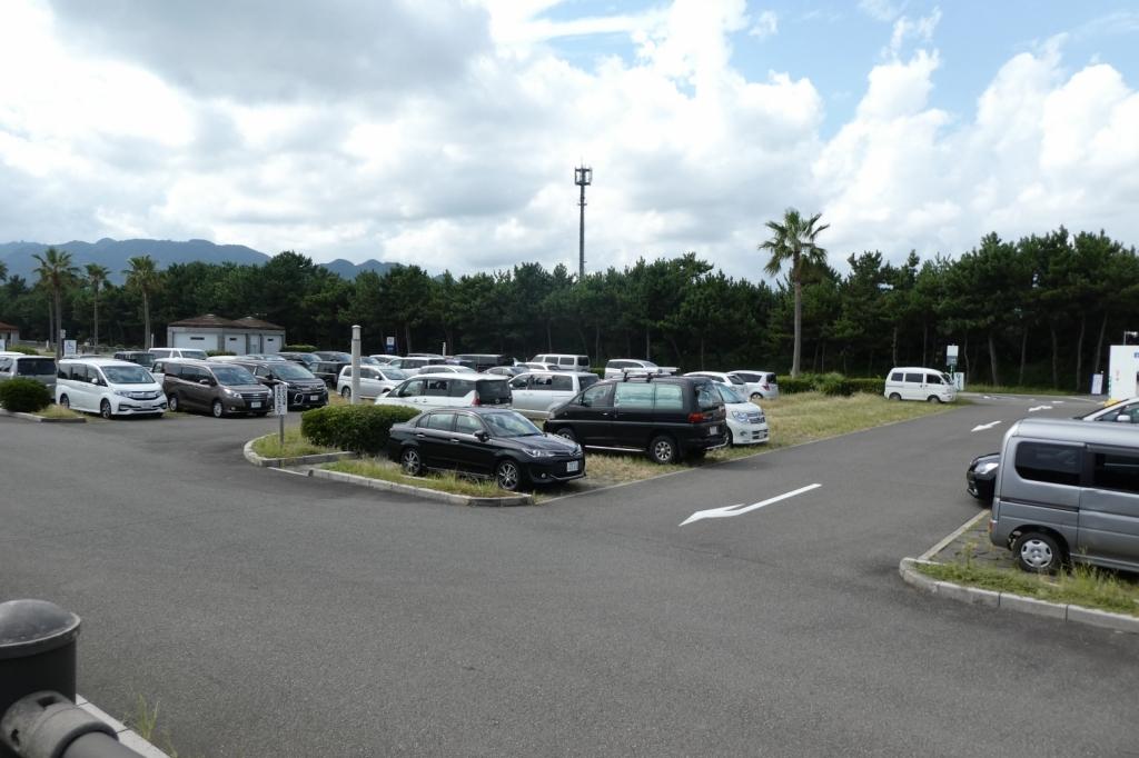 駐車場は220台おけます。