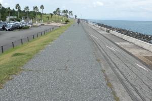 海岸には歩くところがたくさん!