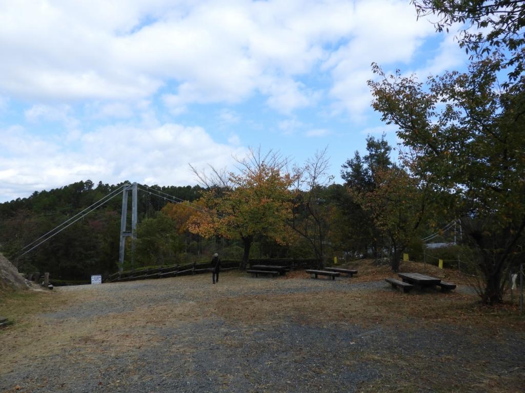 吊り橋を渡ったところから見た橋