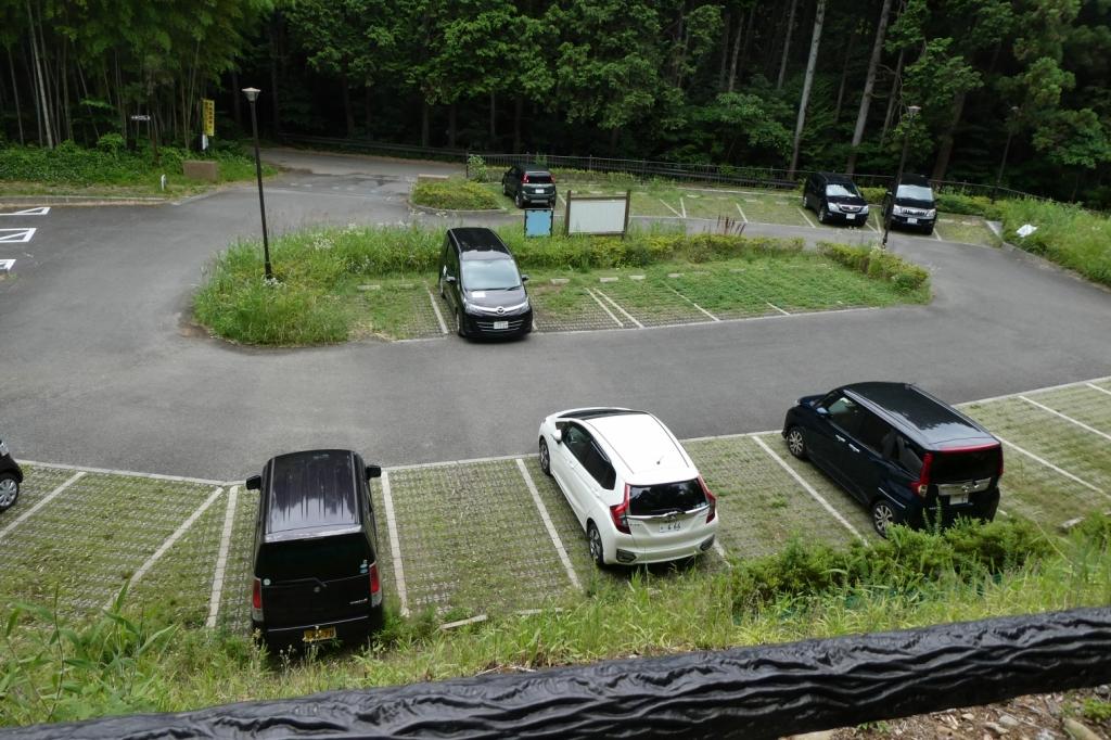 駐車場は30台くらい