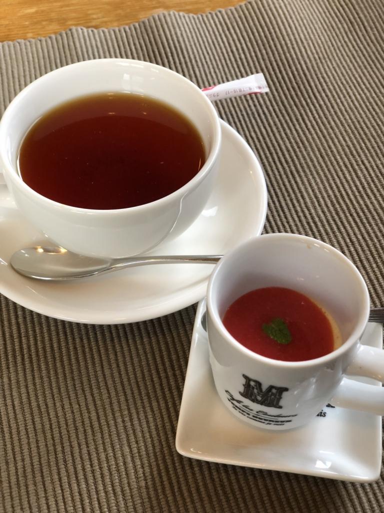 食後のデザートと紅茶
