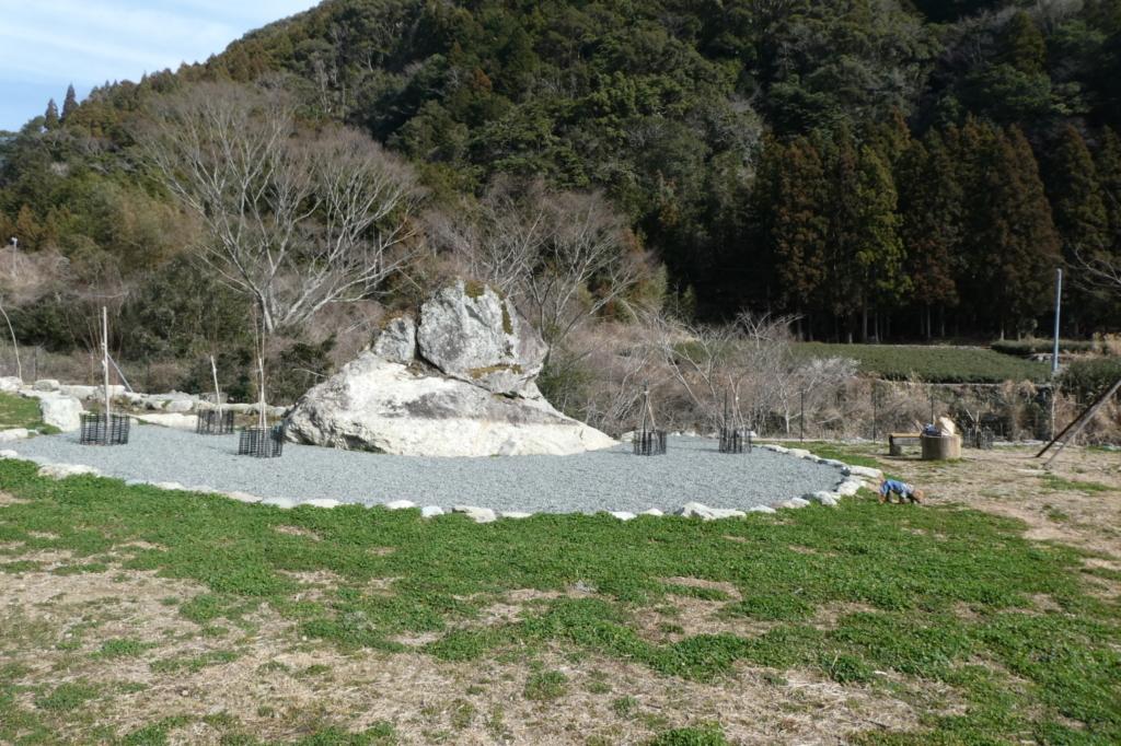 立派な大きな岩の小山