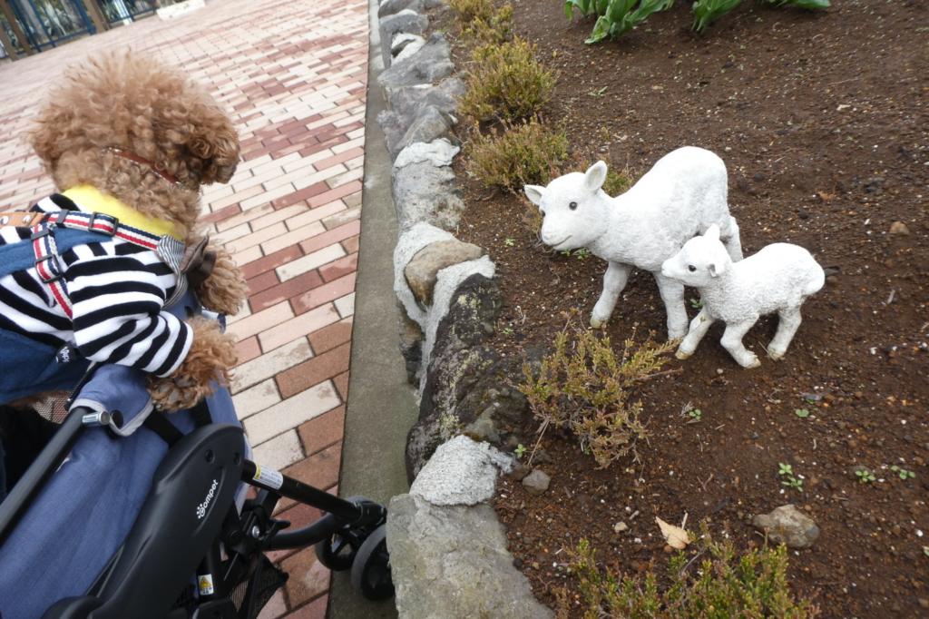 かわいいヤギの親子のオブジェ
