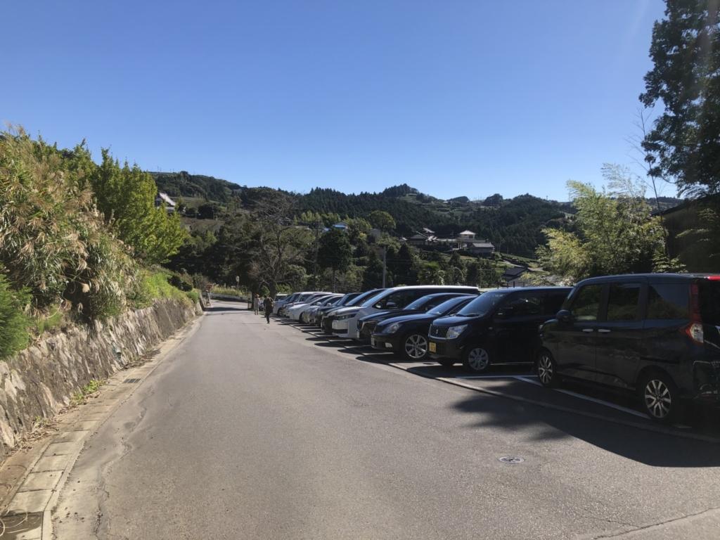 麓にある駐車場は20台くらい