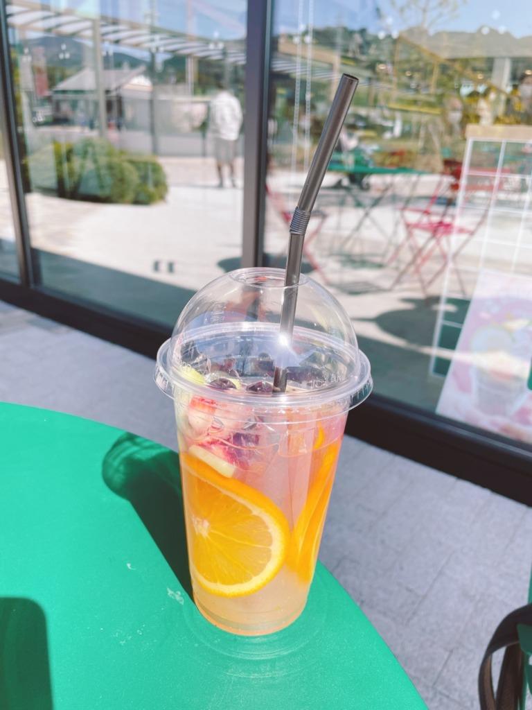 フルーツいっぱいのジュース